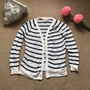 Stylish cardigan with pockets